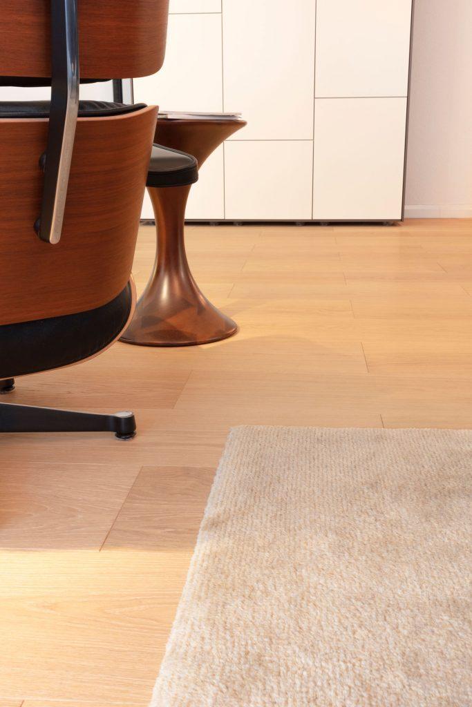 Scheuber Möbel Parkett Teppich Eames Vitra